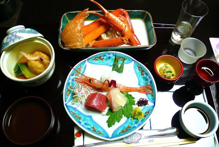 日本海の海の幸、白エビ、蟹は勿論、地元のブランド豚の魅力に惹かれます!