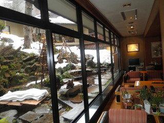 写真クチコミ:風情ある宿、ちょっとスキーにはハイグレードだったけど、、、(旅館の中庭の写真)