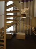 テラススイートの階段とカーテン
