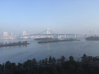 早朝のレインボーブリッジ