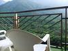 バルコニーから山の眺望