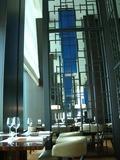 チャイナブルー店内 天井が高い