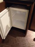 冷蔵庫の中はカラ