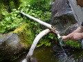入り口脇の湧き水