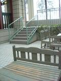 木製のベンチ