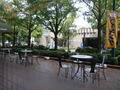 レストラン「杏樹」&「なみき」の店内から見た山下公園通りに面したテラス席♪
