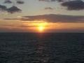 洋上の朝日