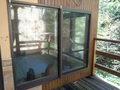 露天風呂と内湯の間のガラス