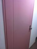 廊下から見た部屋の扉