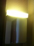 洗面台の鏡と照明