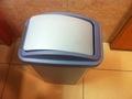 ロビートイレの洗面台のゴミ箱