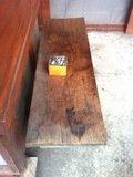 裏口のベンチ