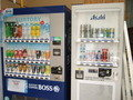 ジュース・酒は自販機で