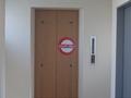 客室通路の突き当たりに、何気なく従業員エレベーターが・・・