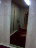 エレベーター前の鏡