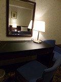 テーブル、鏡