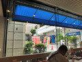 ホテル内喫茶店から新幹線口を望む
