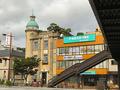 歩道橋を渡れば、下関観光情報センター