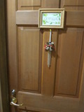 部屋のドアの装飾