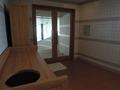 プールとロッカールームにあるスペース