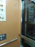 玄関近くのエレベータ