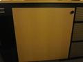 テレビの下の扉