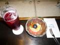 食後のジュースとフルーツ