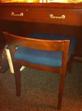 ビジネスデスクの椅子