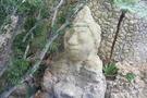 廊下からみえる石仏