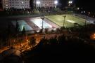 夜のテニスコート