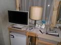 テレビと窓とカーテン