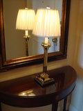 入口の照明と鏡