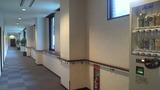 広い廊下には自動販売機