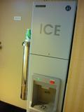 製氷器は各階にあります