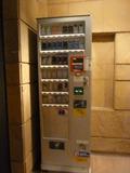 タバコの自販機(本館中2階)