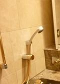 お風呂のシャワーヘッドは多機能で、大きくて使いやすい