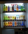 客室階の自動販売機(水、ジュース)