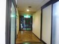 フロントから宿泊棟につづく廊下