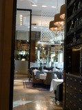 イタリアンレストラン 「ピャチェーレ」入口より店内を