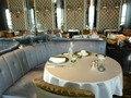 イタリアンレストラン ピャチェーレ (丸テーブルとソファ席)