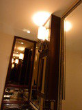 28階トイレ内の鏡と照明