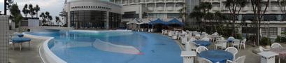 プールの全景