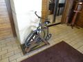 ホテル入り口にある自転車