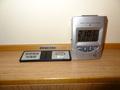 目覚まし時計と携帯の充電器