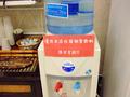 ロビーに無料のコーヒー、お水のサーバーがあります。