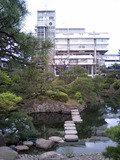 圧巻の建物と広い庭園