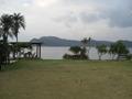 ホテルの庭と対岸の加計呂麻島