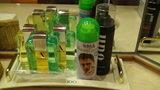 嵯峨沢館の部屋の洗面台にあった男性用化粧品等