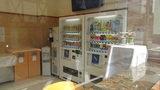 東横イン岡山駅西口広場のロビーの自動販売機