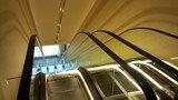 ザ・リッツ・カールトン東京の地下からフロント階に上がるエスカレーター